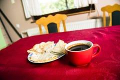 Πάρτε μια εικόνα των φλυτζανιών καφέ στοκ φωτογραφία