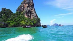 Πάρτε μια μακριά βάρκα ουρών στην παραλία Railay φιλμ μικρού μήκους