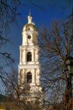 Πάσχα έρχεται! Ο πύργος κουδουνιών του μοναστηριού Diveevo, Ρωσία Στοκ Φωτογραφίες