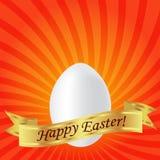 Πάσχα ευτυχές Άσπρο αυγό Πάσχας σε ένα κόκκινο υπόβαθρο με τα λωρίδες Στοκ Εικόνες
