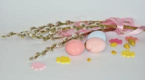 Πάσχα Κλάδοι ιτιών με τα αυγά Στοκ Φωτογραφίες