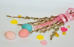 Πάσχα Κλάδοι ιτιών με τα αυγά Στοκ φωτογραφίες με δικαίωμα ελεύθερης χρήσης