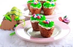 Πάσχα cupcakes με το κάλυμμα Στοκ Φωτογραφία