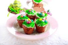 Πάσχα cupcakes με το κάλυμμα Στοκ Εικόνες