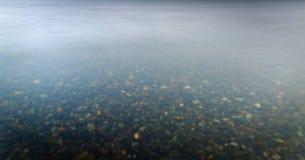 Πάτος στο σαφές νερό της θάλασσας στρέψτε μαλακό Στοκ εικόνα με δικαίωμα ελεύθερης χρήσης