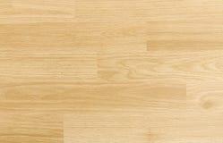 Πάτωμα γήπεδο μπάσκετ σφενδάμνου σκληρού ξύλου που αντιμετωπίζεται άνωθεν Στοκ εικόνες με δικαίωμα ελεύθερης χρήσης