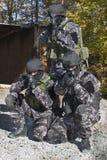 Πάλη ενάντια στην τρομοκρατία, στρατιώτης ειδικών δυνάμεων, με το επιθετικό τουφέκι, αστυνομία swat στοκ εικόνες