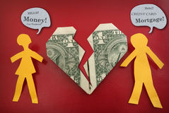 Πάλη ζεύγους για τα χρήματα στοκ φωτογραφίες με δικαίωμα ελεύθερης χρήσης