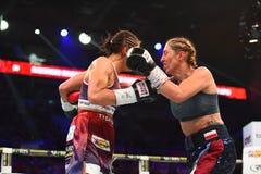 Πάλη μεταξύ Ewa Piatkowska και της Αλεξάνδρα Magdziak Lopes Στοκ Φωτογραφίες