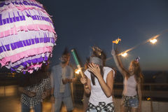 Πάλη pinata γενεθλίων Στοκ εικόνες με δικαίωμα ελεύθερης χρήσης