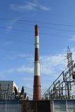 πάλι οι λέβητες που συμπυκνώθηκαν ο οργασμός εφεξής που λίγα κινούν το ύδωρ ατμού στροβίλων πύργων ατμού σταθμών περιστροφής ισχύ Στοκ Φωτογραφίες