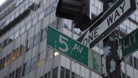 Πέμπτο σημάδι οδών Ave απόθεμα βίντεο