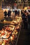 Πένθος στους ανθρώπους του Στρασβούργου που πληρώνουν το φόρο στα θύματα Terro στοκ φωτογραφία με δικαίωμα ελεύθερης χρήσης