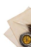 Πέννα μελανιού στον εκλεκτής ποιότητας φάκελο στο λευκό Στοκ εικόνες με δικαίωμα ελεύθερης χρήσης