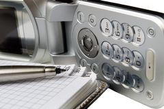 πέννα σημειωματάριων κινητών τηλεφώνων Στοκ φωτογραφία με δικαίωμα ελεύθερης χρήσης