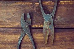 Πένσες και ψαλίδι για το μέταλλο στοκ φωτογραφία