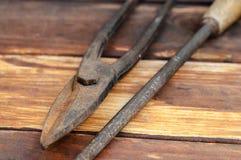 Πένσες και ψαλίδι για το μέταλλο στοκ εικόνα