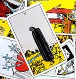 Πέντε από τη βαθιά καρδιά θλίψης θλίψης πένθους απελπισίας Bereft τραύματος θλίψης απώλειας καρτών Tarot φλυτζανιών που σπάζουν διανυσματική απεικόνιση
