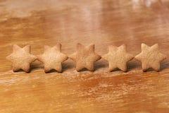 Πέντε αστέρια στη σειρά Μπισκότο μελοψωμάτων εύγευστο επιδόρπιο Στοκ εικόνες με δικαίωμα ελεύθερης χρήσης