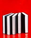 Πέντε βιβλία σε ένα κόκκινο Στοκ φωτογραφία με δικαίωμα ελεύθερης χρήσης