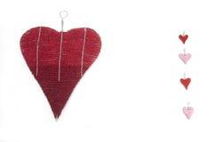 Πέντε διακοσμημένες με χάντρες καρδιές κόκκινες και ρόδινες Στοκ Εικόνες
