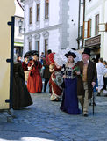 Πέντε-με πέταλα αυξήθηκε φεστιβάλ στο bystreet σε Cesky Krumlov Στοκ Φωτογραφίες