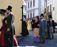 Πέντε-με πέταλα αυξήθηκε φεστιβάλ στο bystreet σε Cesky Krumlov Στοκ εικόνα με δικαίωμα ελεύθερης χρήσης