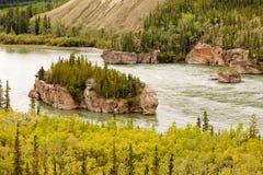 Πέντε ορμητικά σημεία ποταμού δάχτυλων Yukon του ποταμού Yukon Τ Καναδάς Στοκ φωτογραφίες με δικαίωμα ελεύθερης χρήσης