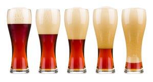 Πέντε ποτήρια της κόκκινης μπύρας Στοκ φωτογραφίες με δικαίωμα ελεύθερης χρήσης