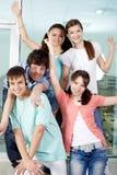 πέντε φίλοι ευτυχείς στοκ εικόνα με δικαίωμα ελεύθερης χρήσης