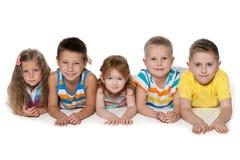 Πέντε χαρούμενα παιδιά Στοκ εικόνα με δικαίωμα ελεύθερης χρήσης