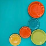 Πέντε χρωματισμένα πιάτα Στοκ φωτογραφία με δικαίωμα ελεύθερης χρήσης