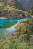 Πέντε χρωματισμένη λίμνη, Jiuzhaigou, Κίνα στοκ φωτογραφίες