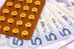 Πέντε yuan και φάρμακα Στοκ Εικόνες