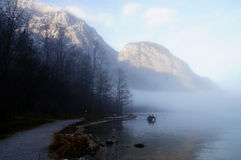 Πέπλο της Misty πέρα από τη λίμνη του βασιλιά Στοκ Φωτογραφία