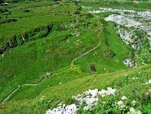 Πέρασμα ή Der Sattelpass βουνών Sattel στοκ φωτογραφίες