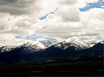 Πέρασμα θύελλας άνοιξη πέρα από τη Sangre de Cristo Mountain σειρά στο κοβάλτιο Στοκ Εικόνες