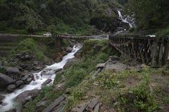 Πέρασμα και ρεύμα υψηλών βουνών στον τρόπο σε Lachen, Sikkim, Ινδία στοκ εικόνες με δικαίωμα ελεύθερης χρήσης