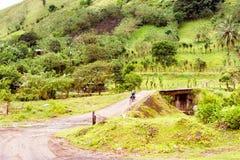 Πέρασμα της γέφυρας πέρα από τον ποταμό Chiquito στο provin Guanacaste Στοκ Εικόνα