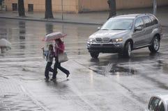 πέρασμα του βροχερού δρόμ&om στοκ φωτογραφίες με δικαίωμα ελεύθερης χρήσης