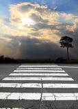 πέρασμα του οδικού με ρα&bet στοκ φωτογραφία με δικαίωμα ελεύθερης χρήσης