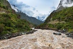 Πέρασμα του ποταμού Urubamba στην αρχή του ίχνους Inca στην ιερή κοιλάδα Στοκ Εικόνες