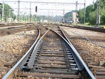 Πέρασμα των διαδρομών σιδηροδρόμου Στοκ φωτογραφία με δικαίωμα ελεύθερης χρήσης