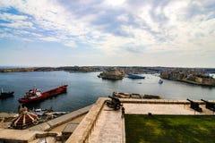 Πέρα από να φανεί το μεγάλο λιμάνι, Valletta, Μάλτα, προς το ιστορικό οχυρό ST Angelo στοκ φωτογραφία με δικαίωμα ελεύθερης χρήσης