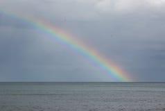 πέρα από τη θάλασσα ουράνιω&n Στοκ Εικόνες