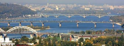 πέρα από τον ποταμό γεφυρών στοκ φωτογραφία