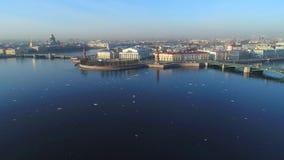 Πέρα από το βέλος του εναέριου βίντεο νησιών Vasilievsky Άγιος Πετρούπολη απόθεμα βίντεο