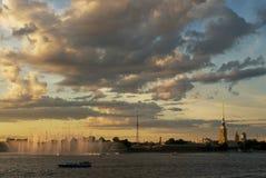 πέρα από το ηλιοβασίλεμα τ& Στοκ Εικόνα