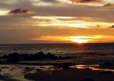 πέρα από το ηλιοβασίλεμα θάλασσας Στοκ εικόνες με δικαίωμα ελεύθερης χρήσης