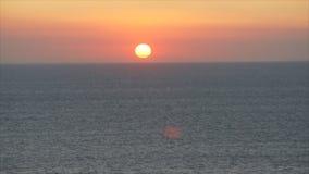 πέρα από το ηλιοβασίλεμα θάλασσας απόθεμα βίντεο